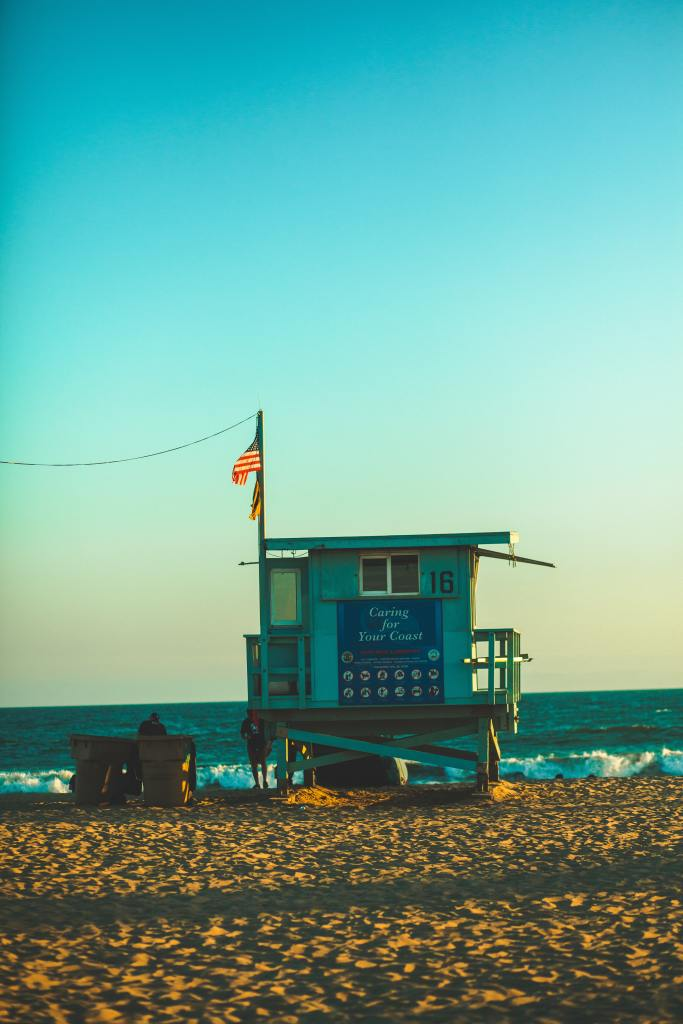 This image has an empty alt attribute; its file name is dustin-belt-beach-hut.jpg